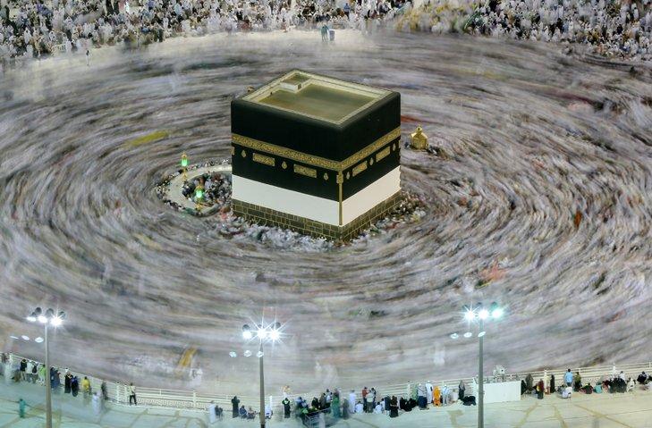 @BroadcastImagem: Peregrinos muçulmanos participam de ritual do Hajj na Grande Mesquita, na cidade sagrada de Meca. Dar Yasin/AP