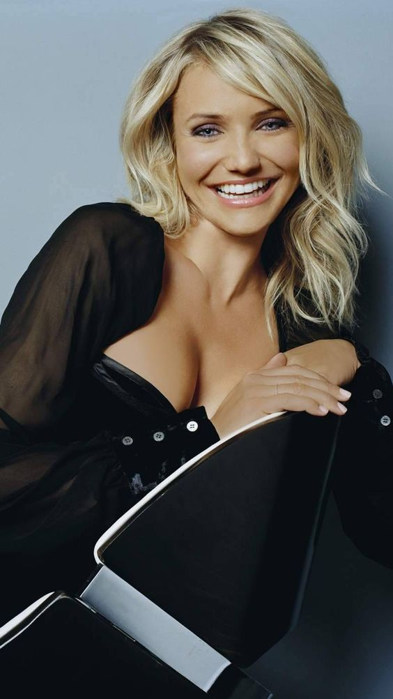 Happy birthday to the FLAMIN\ Cameron Diaz  what\s your fave Diaz movie?!