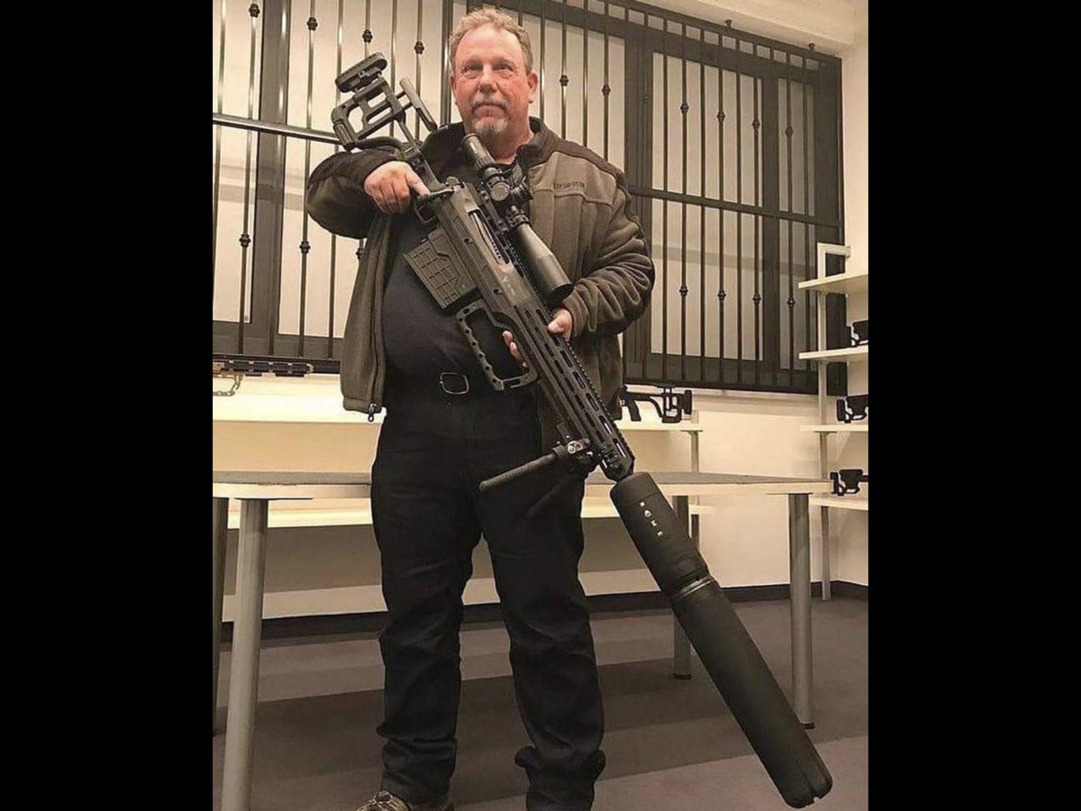 """RT @DevonESawa: Dudes like, """"it's for hunting or protecting my family incase someone breaks in my house"""" https://t.co/l8DqeMgwQg"""