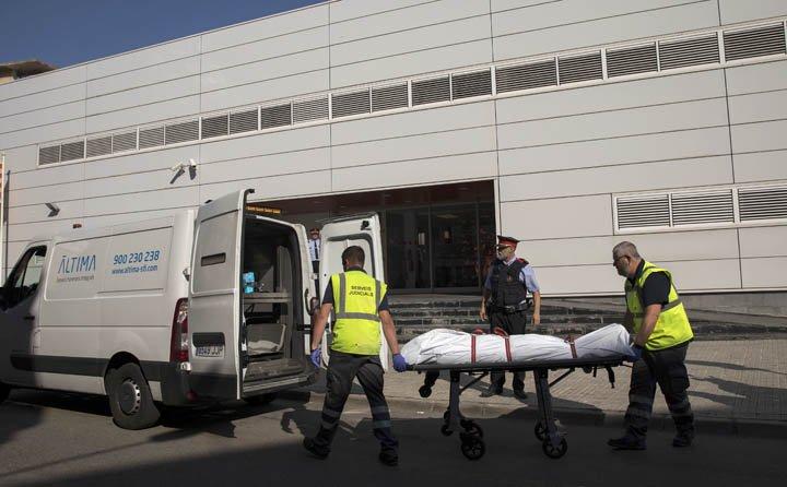 @BroadcastImagem: Polícia da Catalunha mata homem que invadiu delegacia; caso é tratado como ataque terrorista. Emilio Morenatti/AP