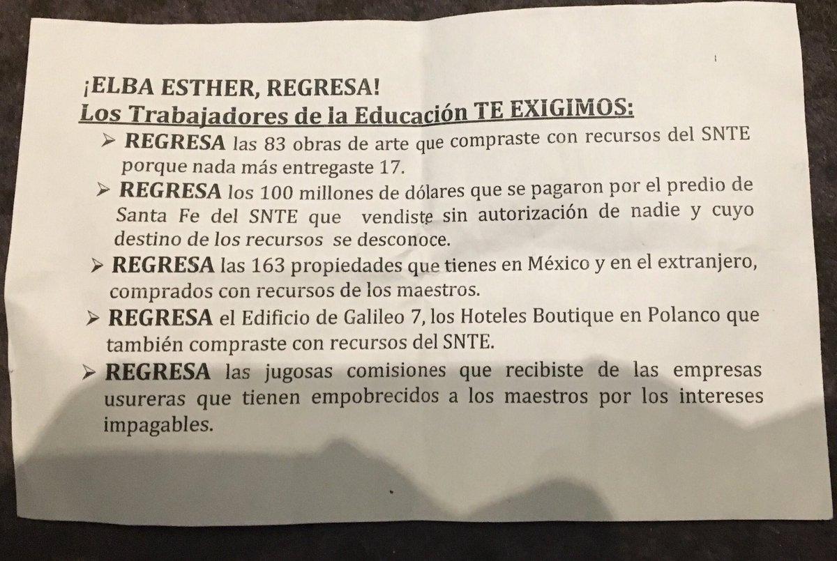 """RT @ArturoCanoMx: """"¡Elba Esther, regresa!"""" Volante que reparten fuera del hotel donde la profesora ofrece mensaje. https://t.co/1glwr4gug9"""