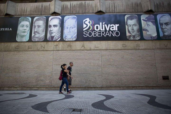 @BroadcastImagem: Venezuela estreia nova moeda com parte do comércio fechada e desconfiança da população. Ariana Cubillos/AP