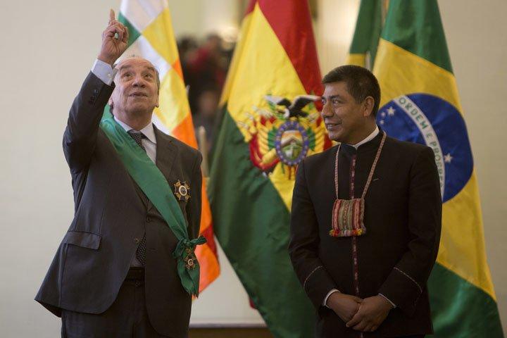 @BroadcastImagem: Aloysio Nunes (e) é recebido pelo chanceler boliviano Fernando Huanacuni em La Paz. Juan Karita/AP