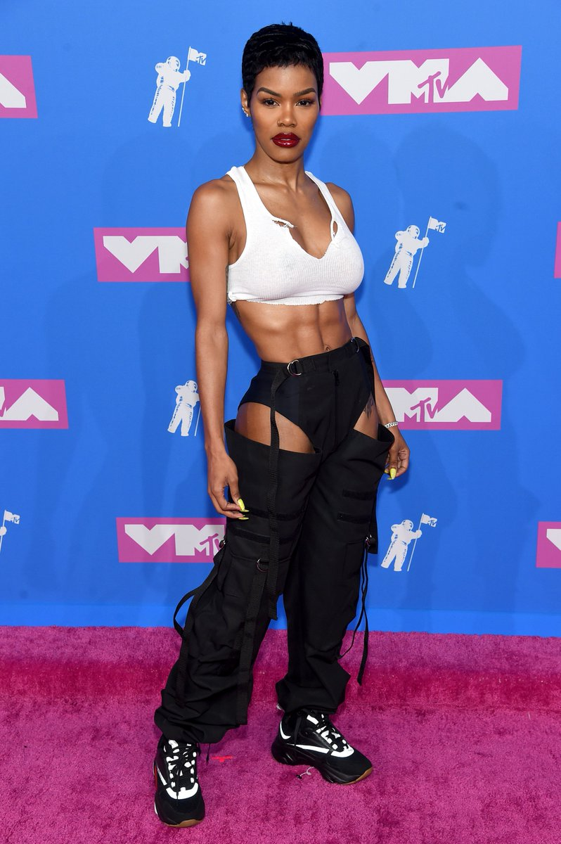 RT @vmas: ????TWO. WORDS. ????  TEYANA. TAYLOR.  @TEYANATAYLOR HAS ARRIVED ON THE #VMAs RED CARPET. https://t.co/LK17DEdk2E