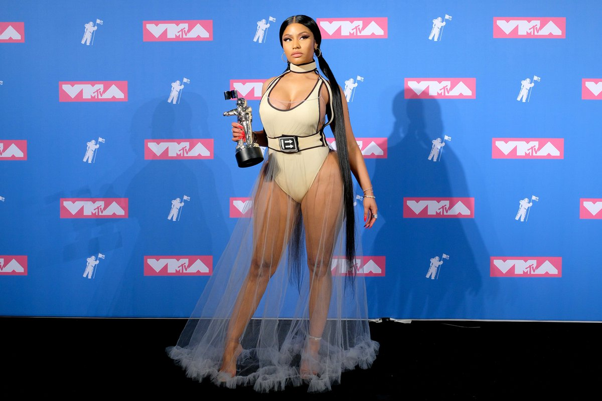 RT @MTV: A #VMA QUEEN !!! @NICKIMINAJ https://t.co/MTlmZYFvHP