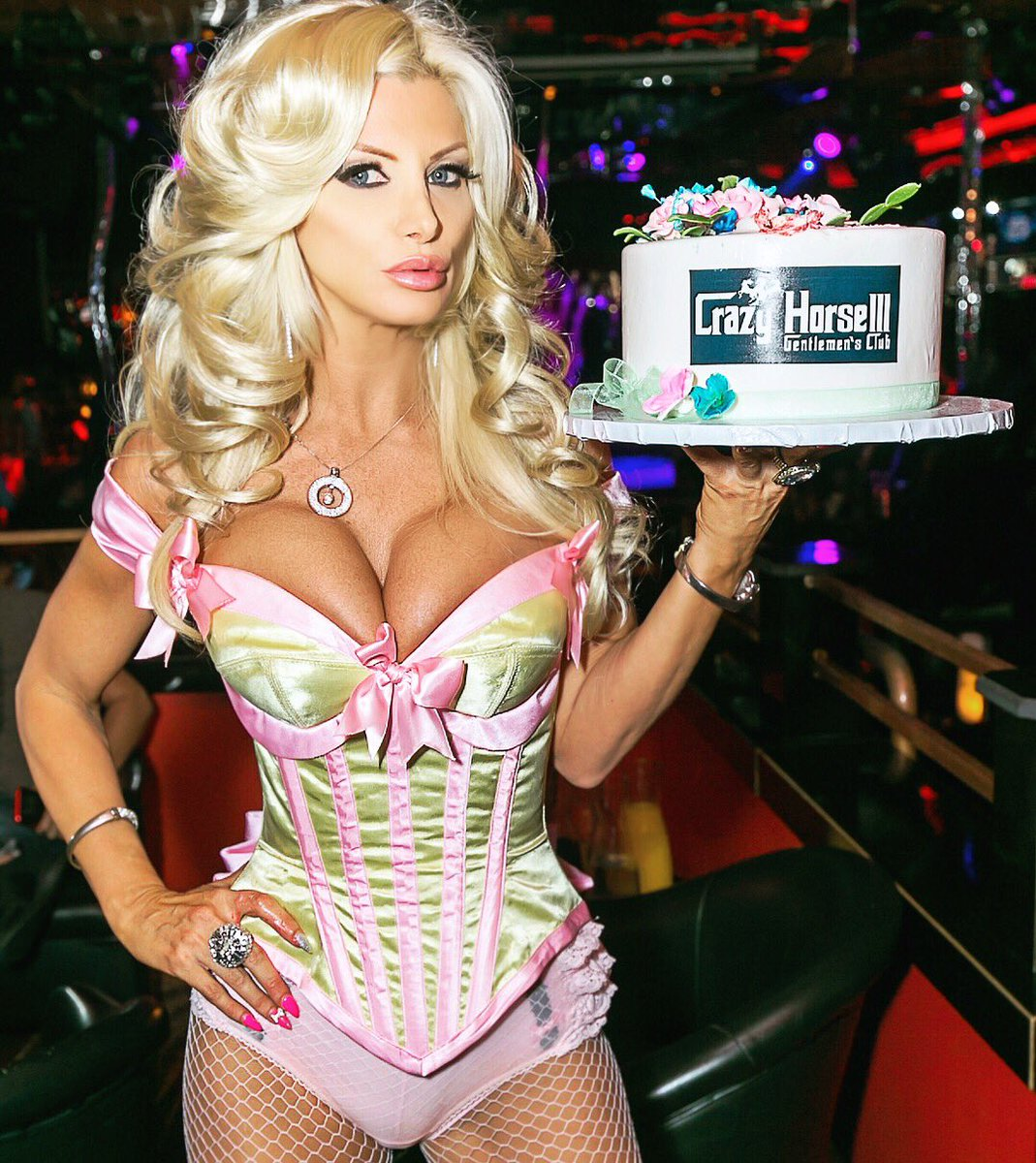 Who wants a piece? Lol for #MyBirthday #brittanyandrews 🎂🎊 KkKarXQxuU
