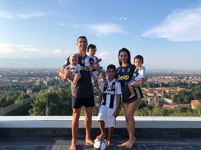 La famiglia bianconera! #finoallafine https://t.co/lZKsURZXNY