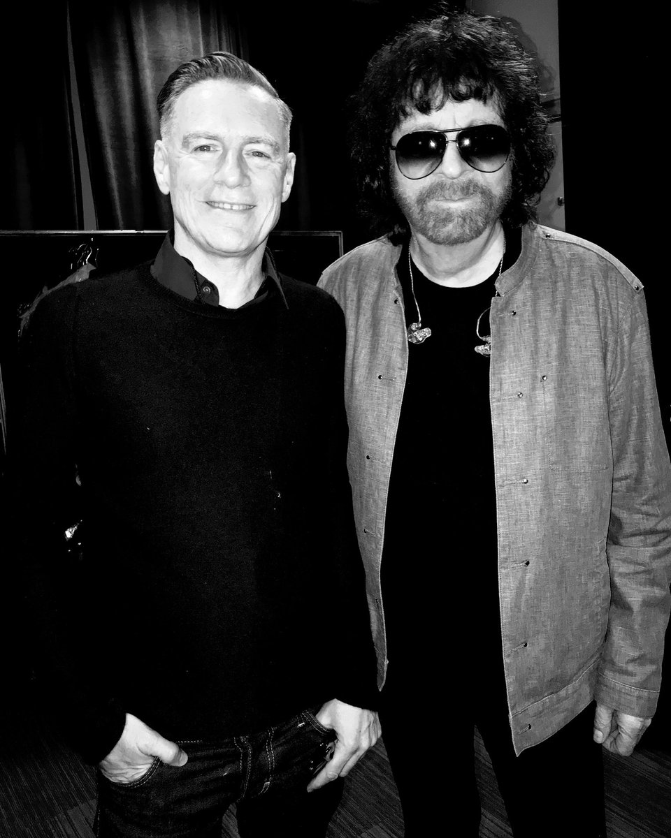 Last night @thegarden with my friend @jefflynneselo ..What a show! #elo #jefflynne #producerextaordinare https://t.co/h22InLlSwl