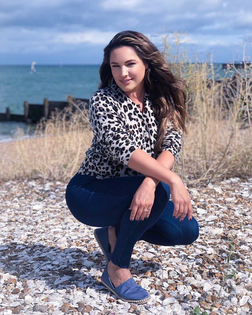 Check out my New BOBs @SKECHERS_UK !! On the beach in Whitstable today ???? #ad https://t.co/KVLyTGYLnc https://t.co/S7lXbsPdra