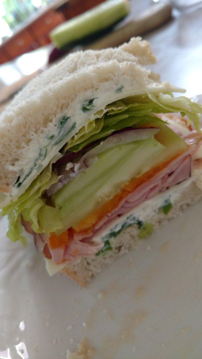 Mmmmmm hoping everyone is enjoying a healthy delicious lunch 🌈✌️💚 X9jbfuF5tu