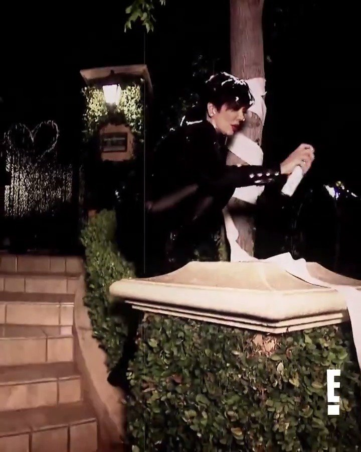 RT @KUWTK: Watch out @KrisJenner. Kim's getting crafty on #KUWTK. ???? https://t.co/dwSg6Ev6L7