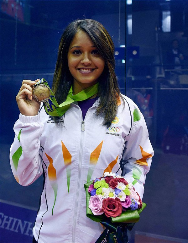 26TH MEDAL 🥉 FOR INDIA 🇮🇳  Dipika Pallikal Karthik settles for BRONZE 🥉 going down to Nicol David in the Semi Finals. She was also the Bronze medalist in 2014 #AsianGames . #Squash   Congratulations #DipikaPallikal ! ✌️  #AsianGames2018 🇮🇳 https://t.co/SWQc4qIKqu