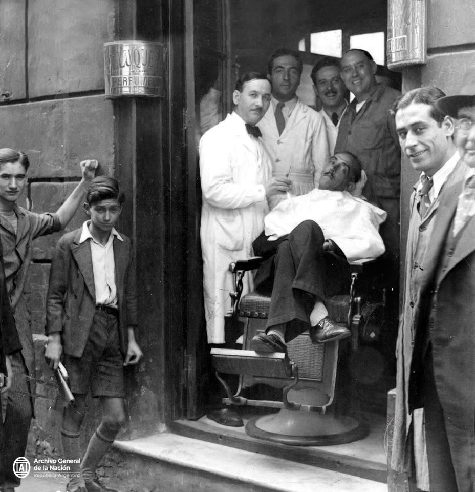 Ejecución pública realizada por barbero oficial, Buenos Aires, 1932. AGN_DDF/Inv: 332663 https://t.co/mlSNOpx1XD