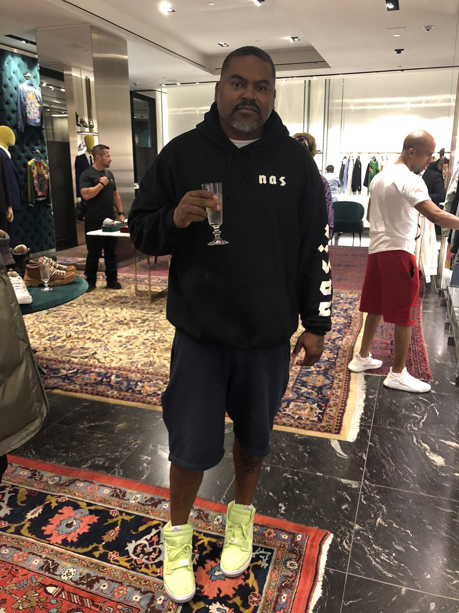 me and Che gotta get champagne when we hit the Gucci store https://t.co/xQkn7Lr0Rn