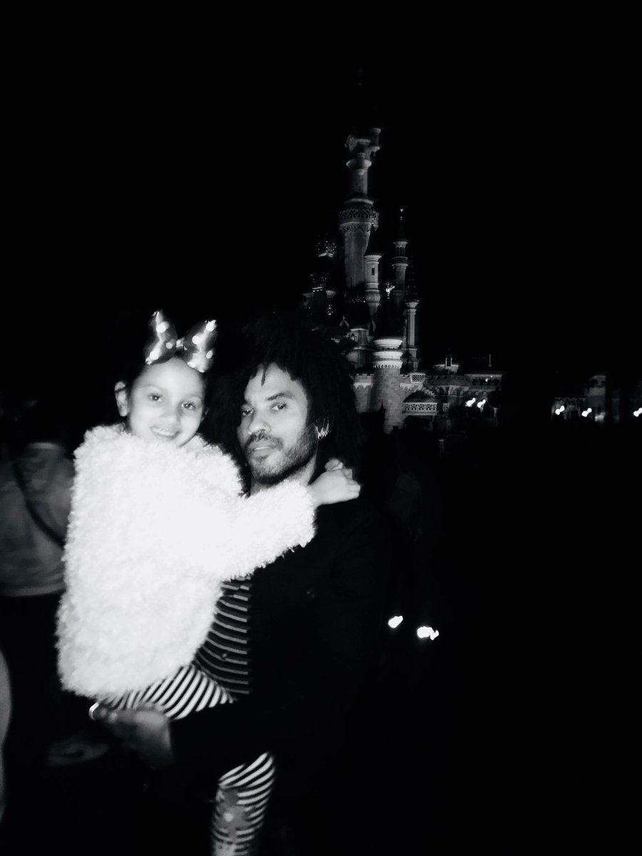 Thank you @DisneylandParis for a fun time with the family. https://t.co/zFgrruynyd