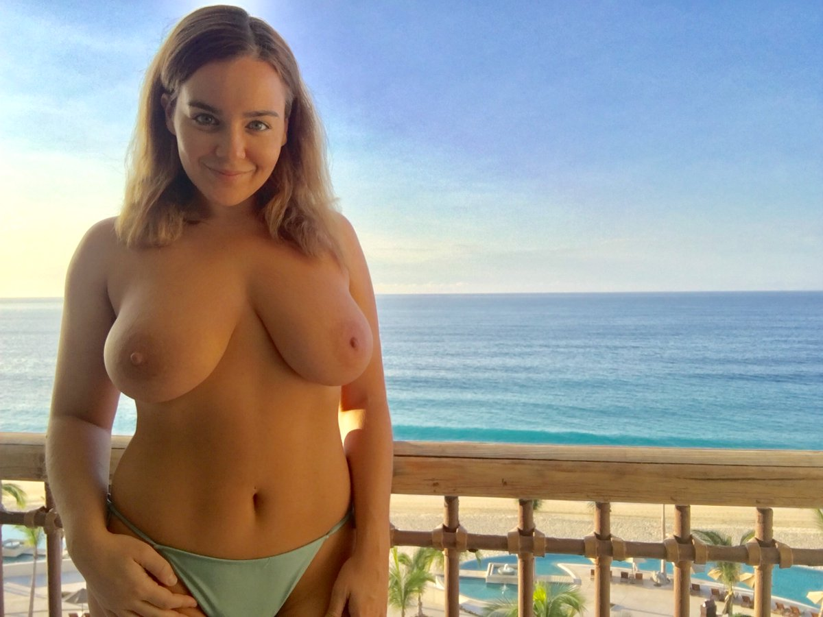 1 pic. Morning Sunshines! Going snorkeling today! More pics to come! 🇲🇽🐠🐬🐳🦀🐡🏝 #Boobs PY
