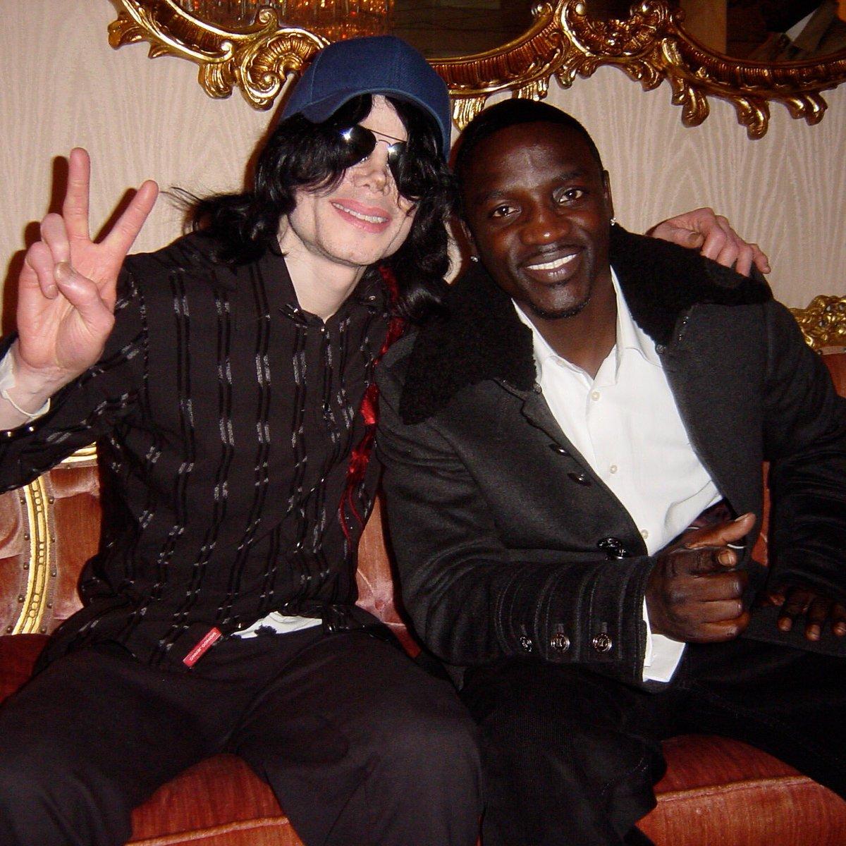 Happy Birthday MJ miss you! #KingOfPop @michaeljackson https://t.co/3RfIux73or