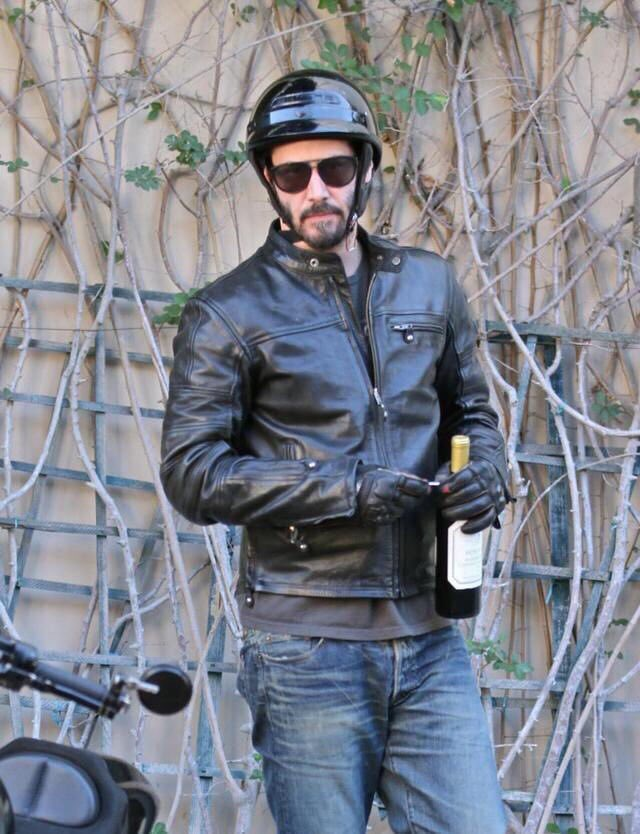 RT @keanuthings: keanu reeves shoving a bottle of wine into his jacket and riding off on his motorcycle https://t.co/Ms77mQplO8