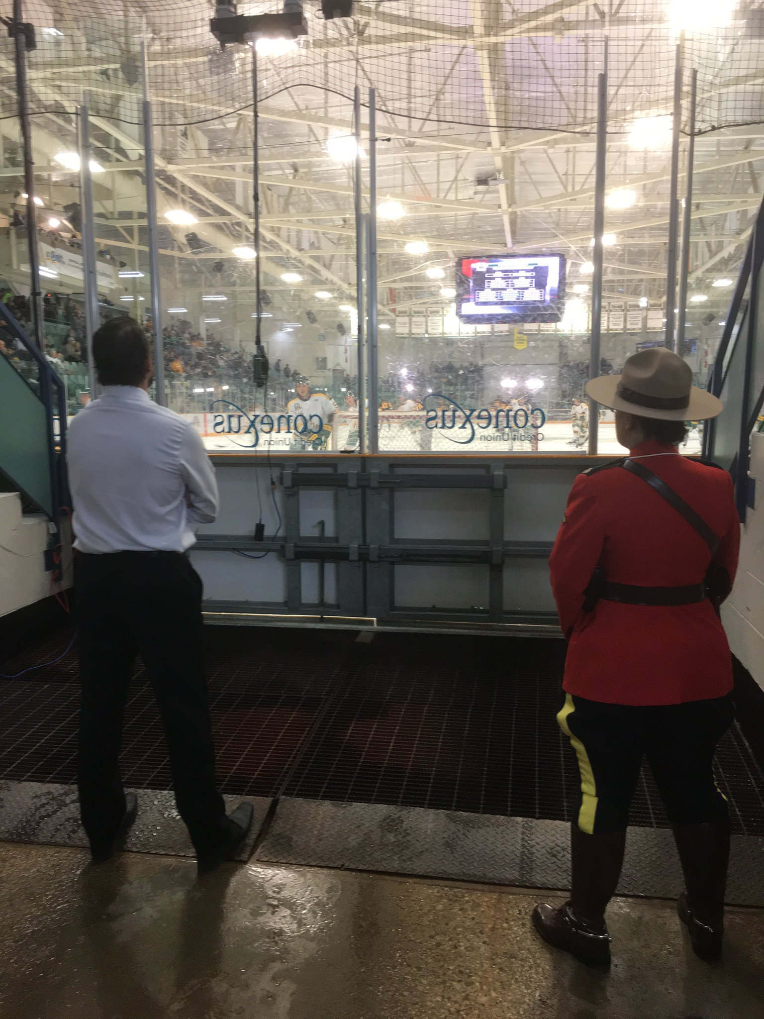 Broncos' coach Nathan Oystrick finds his focus as the boys warm up for 6:45 puck drop. Go Broncos! #humboldtstrong https://t.co/mngRDcIaVL