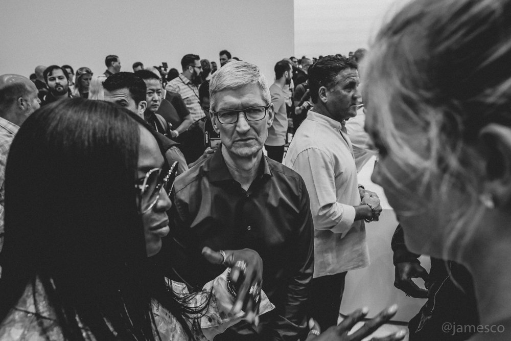 RT @Jamesco: .@NaomiCampbell @tim_cook and @karliekloss in the Steve Jobs Theater at today's #AppleEvent https://t.co/ovExeNU3JJ