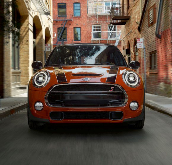 Enjoy the TwinPower Turbo punch of the award-winning precision engine in the Cooper S #MINIHardtop https://t.co/fXggWa2jvM