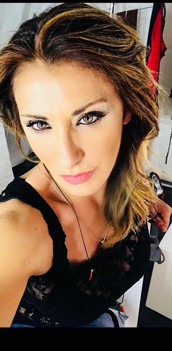 Serious face but happy soul.. #buonadomenica #sunday #sundaymood #???? #sabrina #sabrinasalerno https://t.co/P5sMOXBbEn