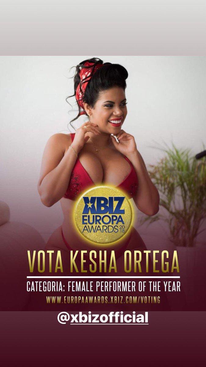 8cfDYuRRfC. Vota por mí en Female performer of year kesha ortega 1A