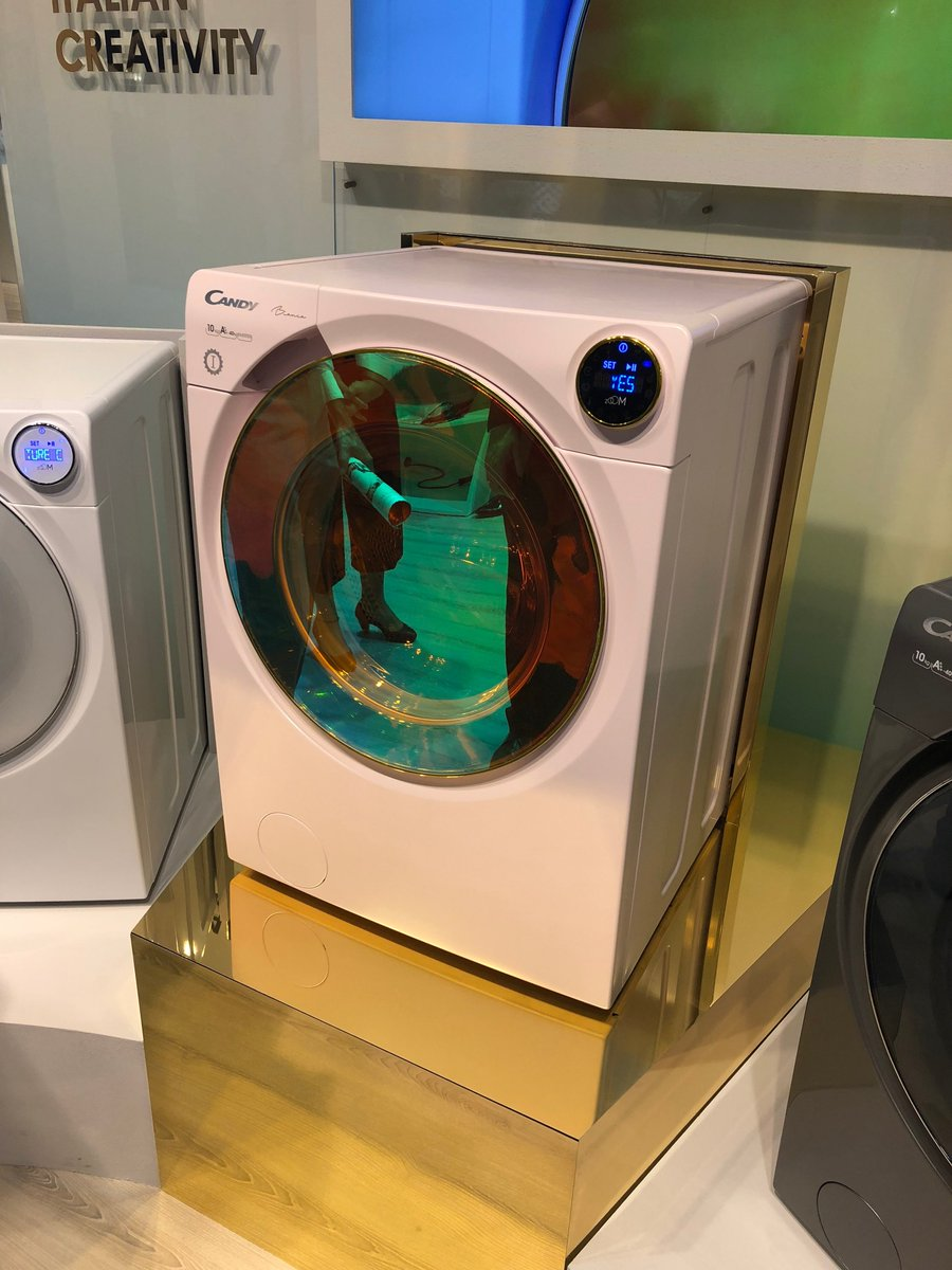 Look at this picture our buyer just sent from #IFA2018. A Rose Gold Candy washing machine! 😍😍😍 #want #treatyoself https://t.co/8h2riXT1Pt
