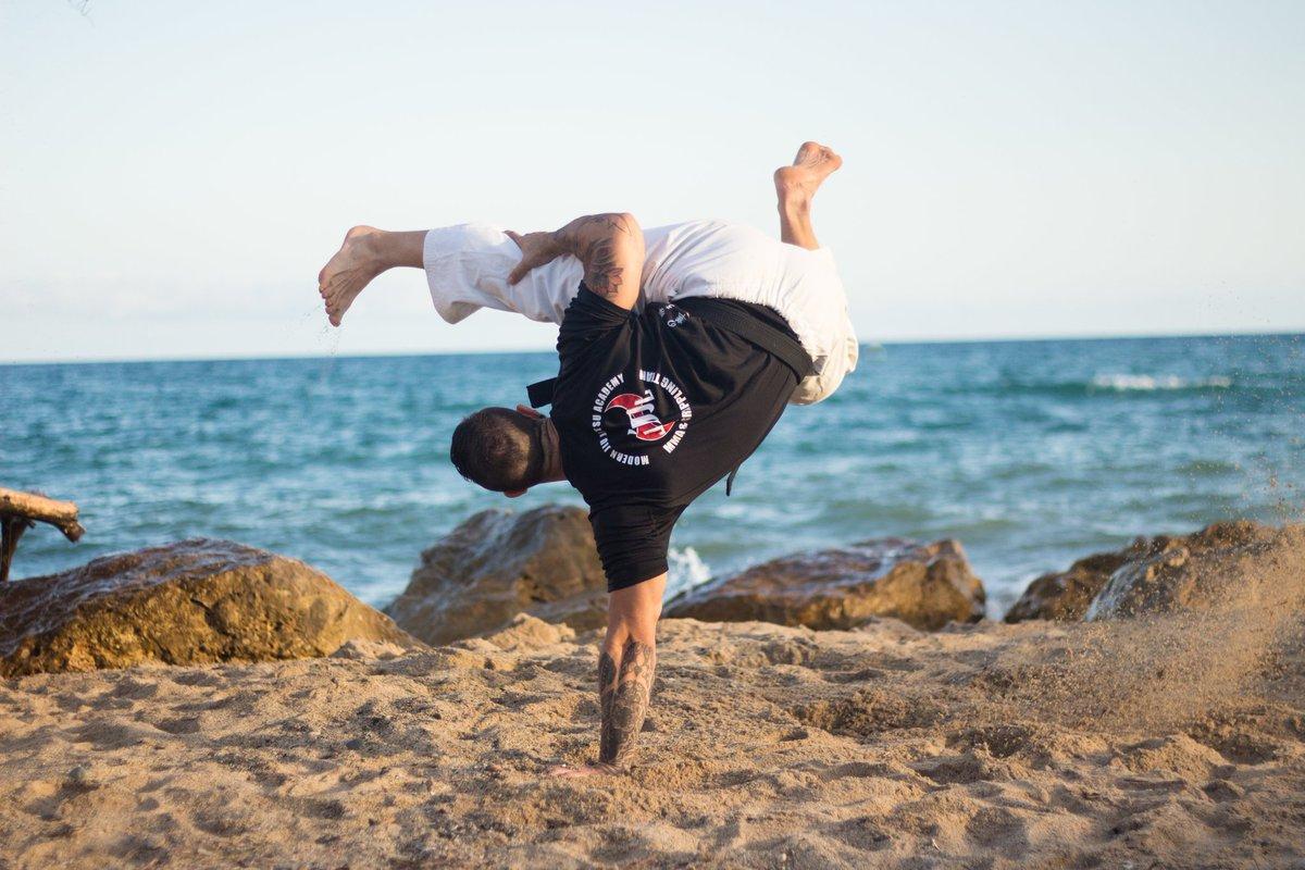 Au batido #capoeira #martialarts #beach #training FNHEM4xDe7