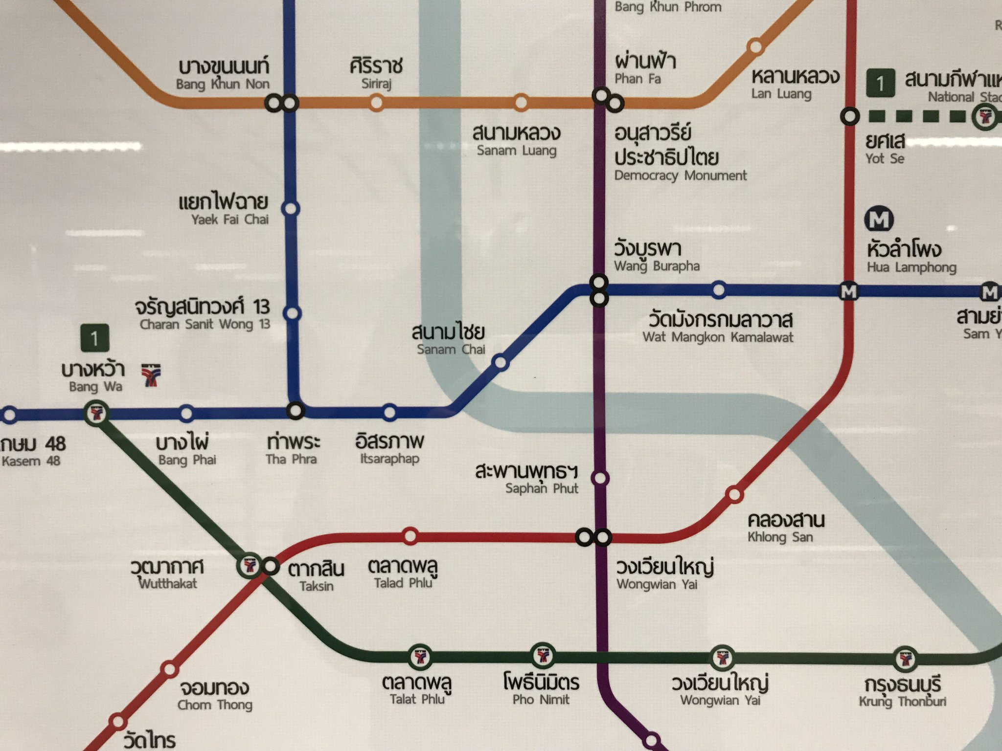 The four underground stations that have been purposefully decorated to reflect on the architect of the area are Wat Mangkon Kamalawat in Chinatown, Sam Yod/Wang Burapha and Sanamchai in Rattanakosin, and Itsaraphap on the other side of the river #Bangkok https://t.co/pU8eK57H1P