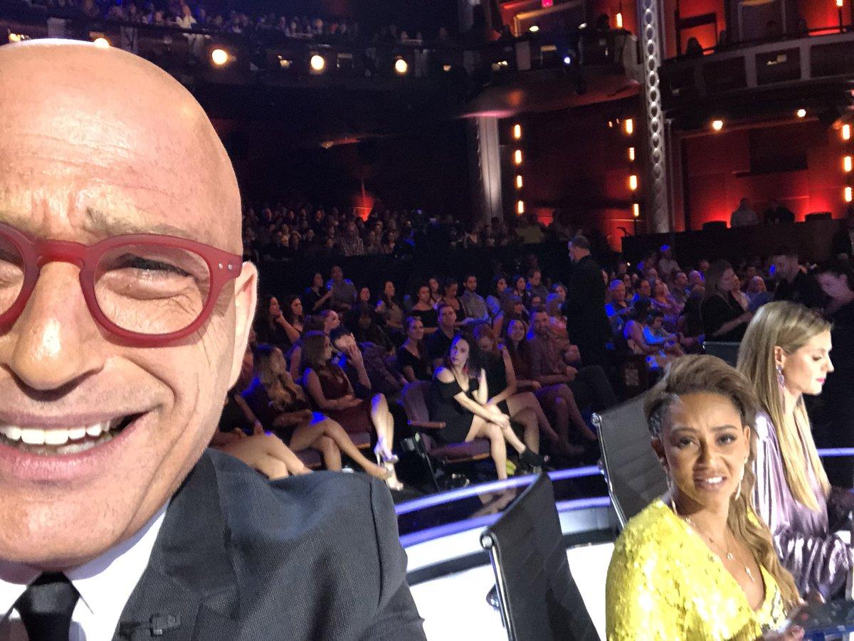RT @howiemandel: All by my bad selfie #agt https://t.co/5uV7j80G3x