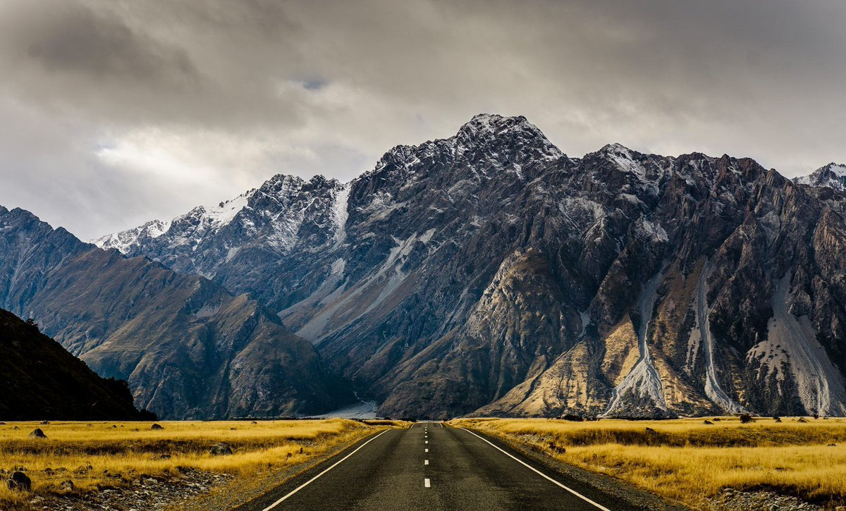 En route to the Tasman Glacier over in New Zealand. https://t.co/YnWI54W0x0 https://t.co/aLvkfiyhrM