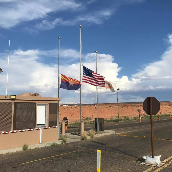 Flags still at half mast in honor of #johnmccain . These flags are at the Antelope Point Marina on Lake Powell, a popular boating spot with easy access to #antelopecanyon. https://t.co/W2g25k6dU7 https://t.co/i6VElJELJ4