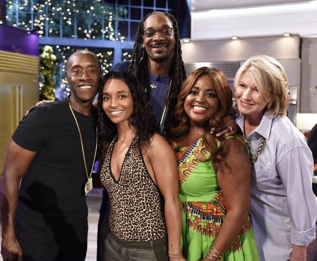 RT @OfficialTLC: Tune in TONIGHT to @VH1 at 9/8C to #MarthaAndSnoop. Any guesses as to what'll be on the menu? https://t.co/Vt9eeWEFYc