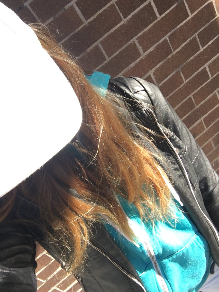 It's getting cold in Montreal... wearing a hoodie and a coat today! rUWNKVDnPq