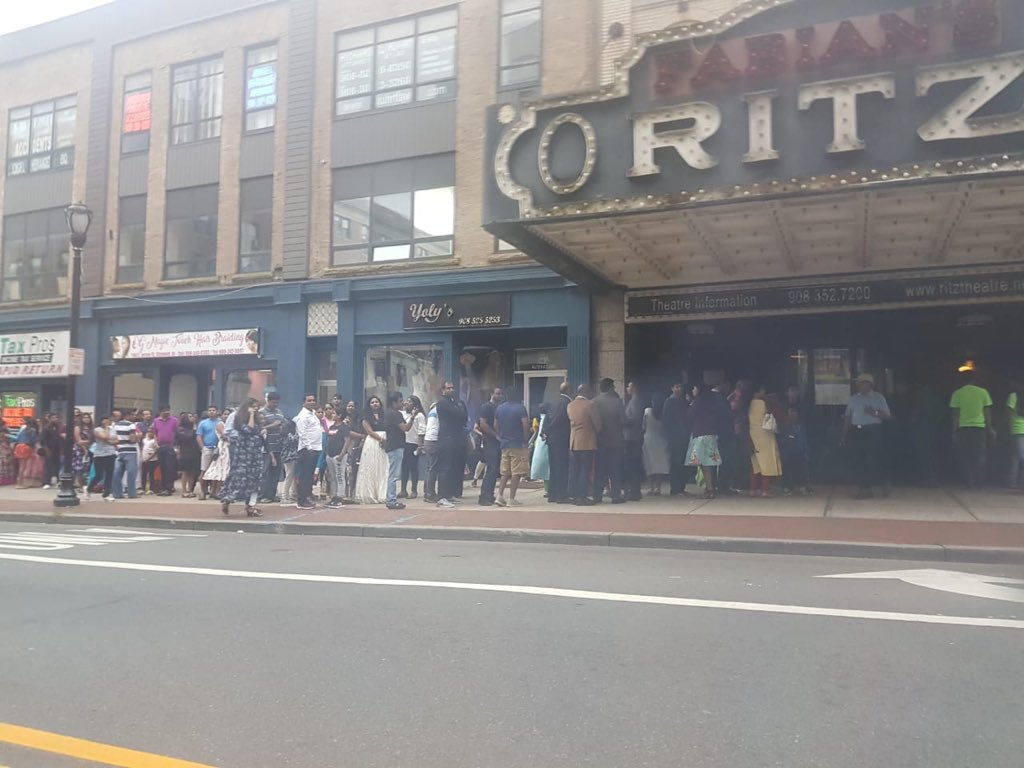 All set to ROCK RITZ THEATER-NEW JERSEY with my TEAM.. #DSPinUSA2018 TOUR..  Blessed to see d Crowd lined up outside RITZ THEATER 4 d Show tonight !!  U are my ENERGY Guys! Lov U all ! Lets ROCK tonight ! 😁😁🎹🎹🎵🎵🕺 @sagar_singer @shraddhadas43 @Raninareddy @iamMadhuShalini https://t.co/6ewGsyR6Hv