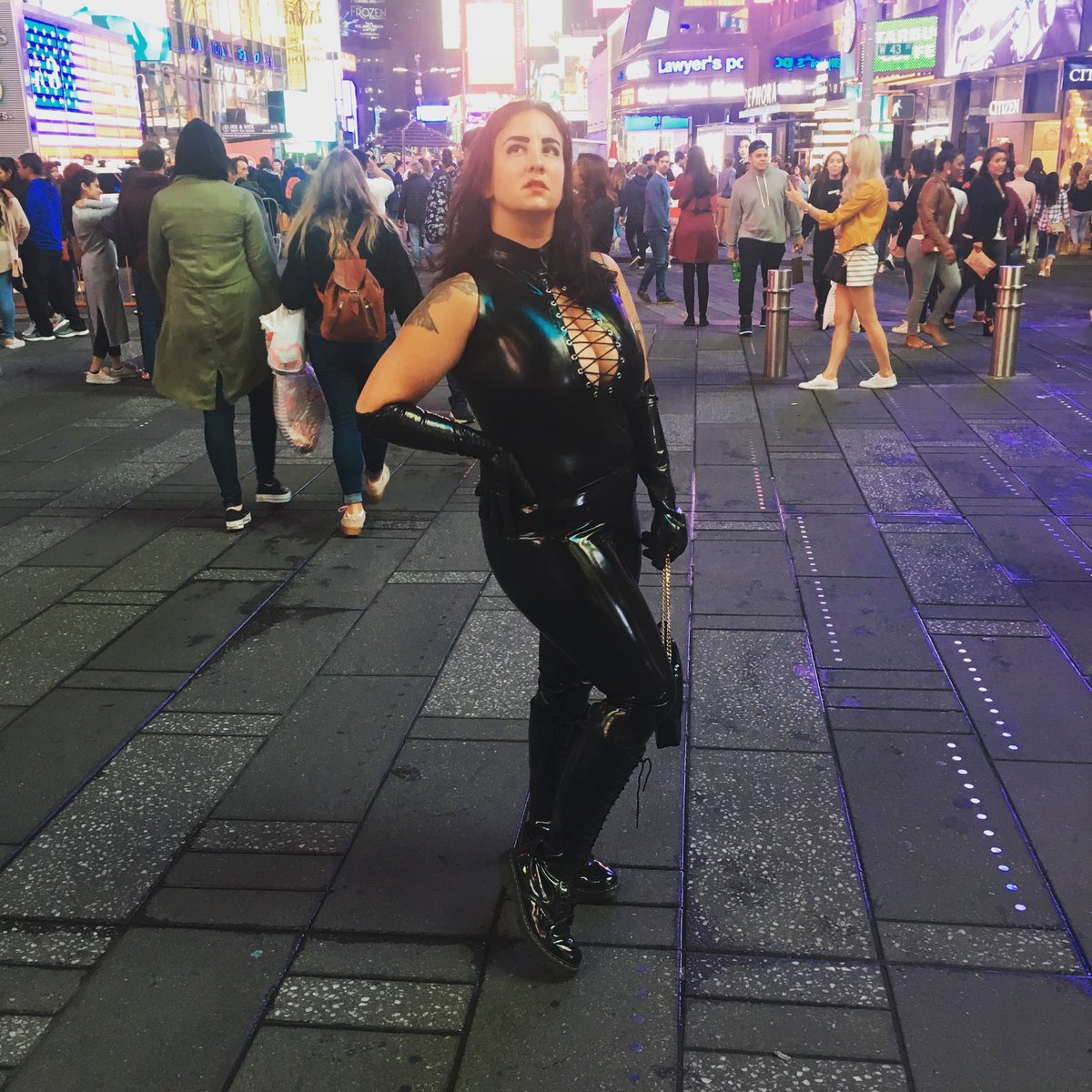 Tonight. The night is young #latexfetish #rubberfetish #mistressxena #nycdominatrix in #timessquare #nyc