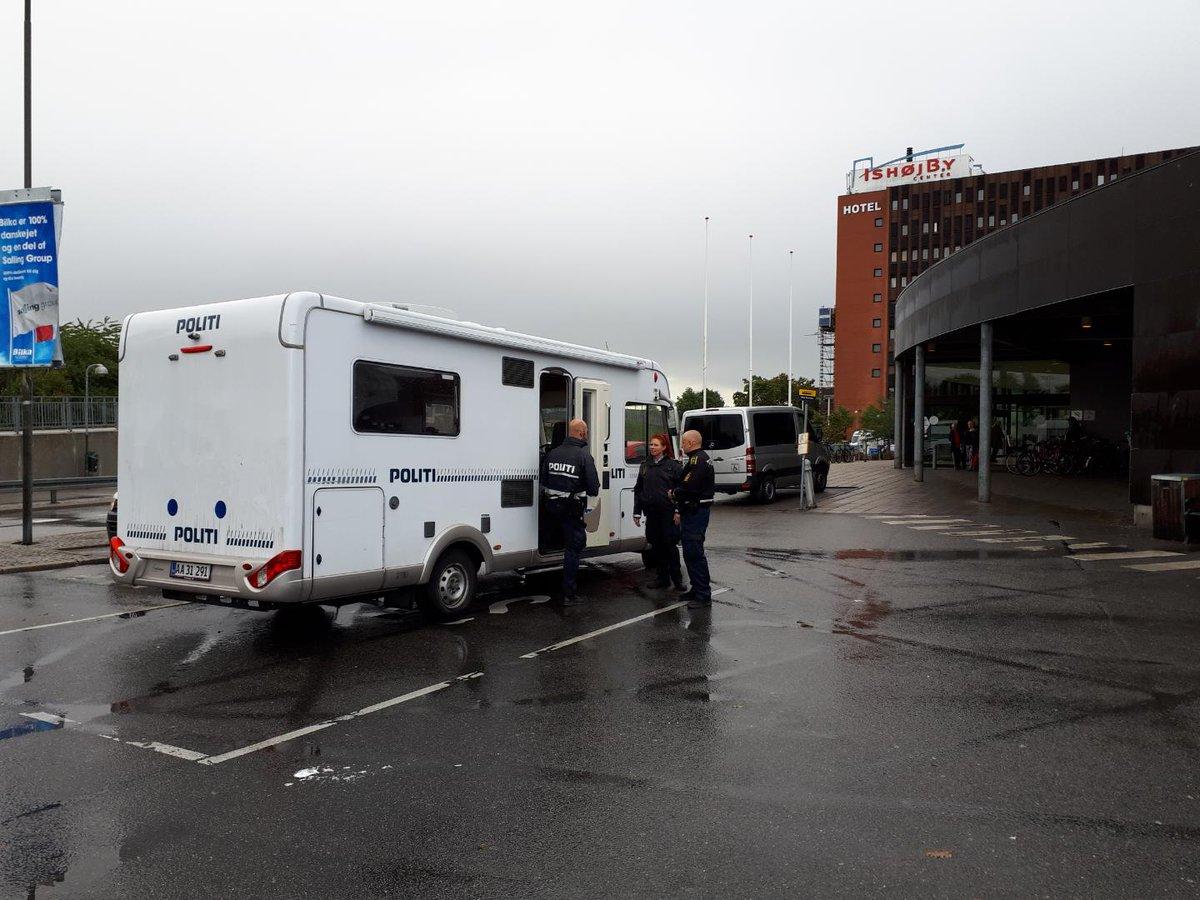 Den mobile politistation står ved Ishøj Bycenter indtil kl 15 i dag #politidk https://t.co/yxtxFTgghf