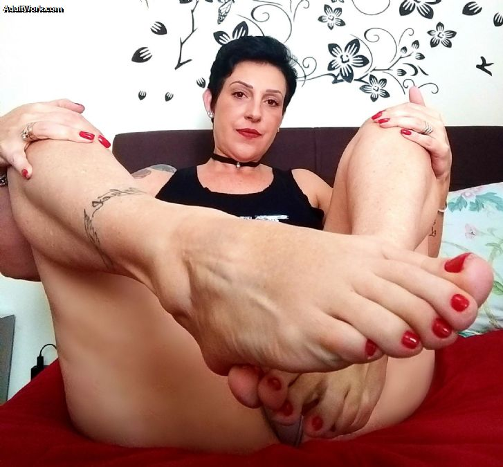 Fancy a virtual quickie? I'm on cam and ready for you now at #AdultWork.com! FVqPgVCR2v