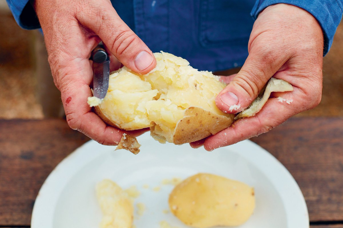 THREAD 1: Boil your potatoes, drain and let them steam until cool enough to handle. Then peel the skin off. https://t.co/RmvlEk6Civ