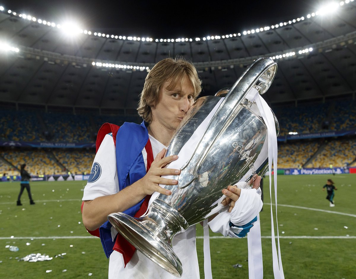 test Twitter Media - Luka Modric's year: ✔️ #TheBest Men's Player ✔️ UEFA Men's POY ✔️ World Cup Golden Ball ✔️ World Cup runner-up ✔️ Champions League title https://t.co/3SV6npFMV8