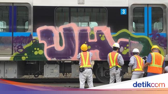 MRT Jakarta Dicoret-coret, LRT Palembang Waspada https://t.co/x7ukaXr2rL https://t.co/digI7fpYTx
