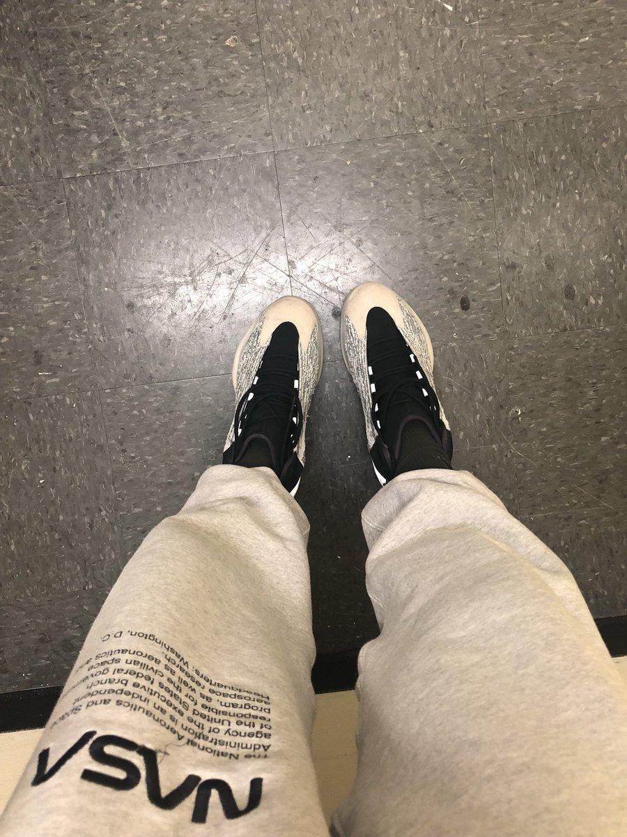 Ad:  I think I stand pigeon toed cause of Michael Jordan ???? https://t.co/Utc6OKc6xh