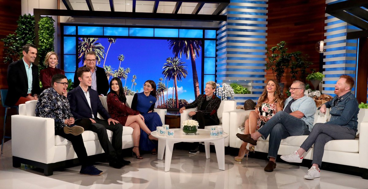 Tune in to the @theellenshow today at 2pm! We may or may not reveal some secrets ;) ????????‍♀️ #modernfamily https://t.co/A03THX3UCt