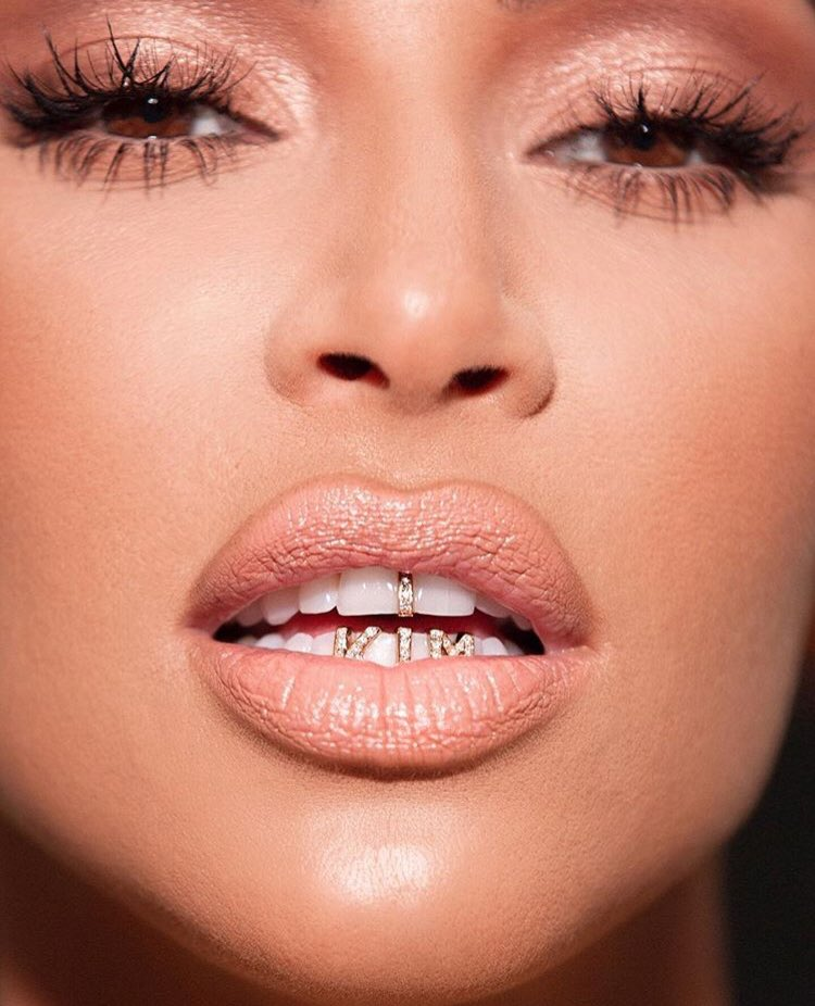 Classic Blossom Collection drops tomorrow ???????????? Wearing Pink 1 in this pic! https://t.co/PoBZ3bhjs8 @kkwbeauty https://t.co/DqPvNwhWxw