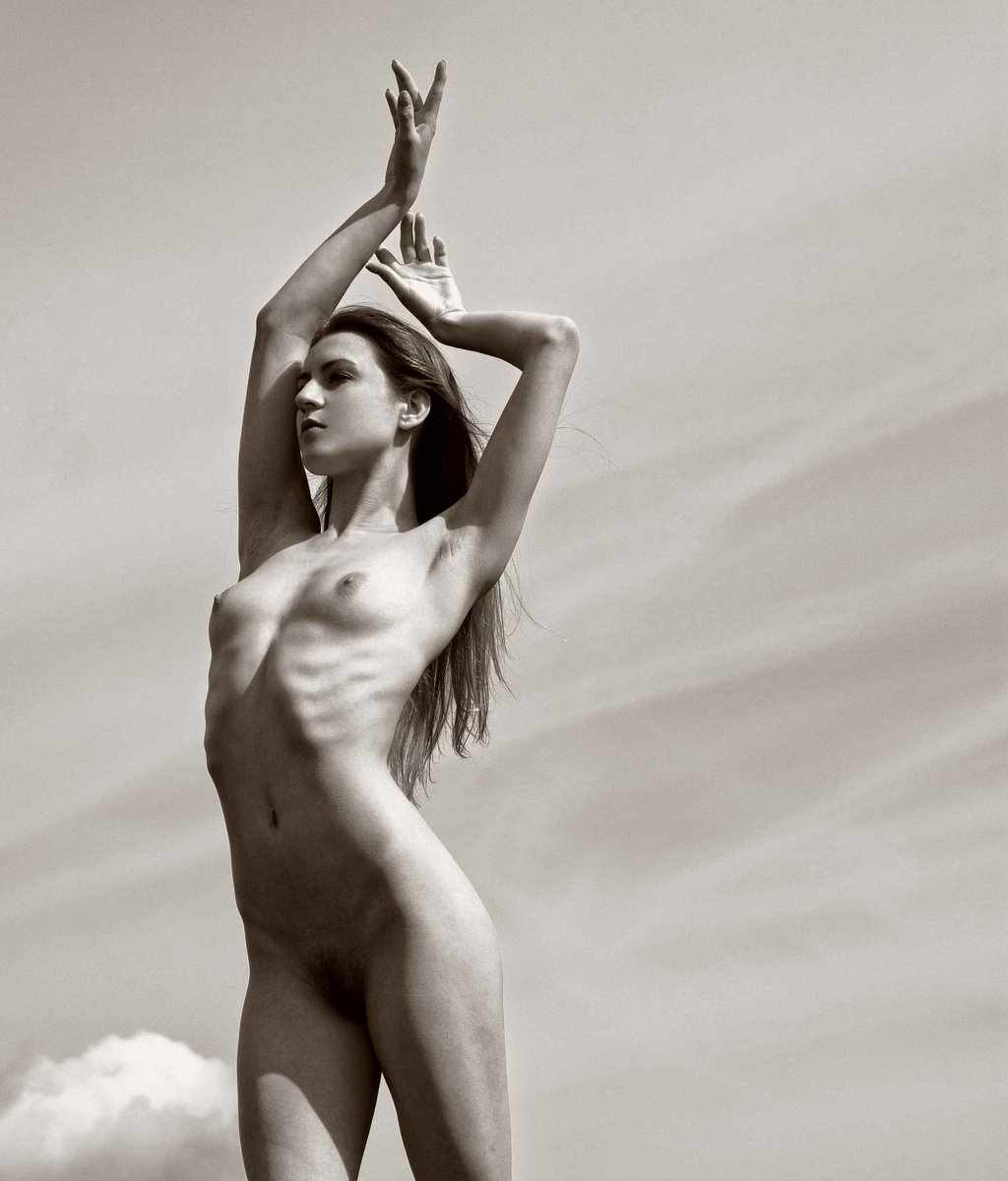 statuesque - Photography by Howard Gould aM7US1GG9S