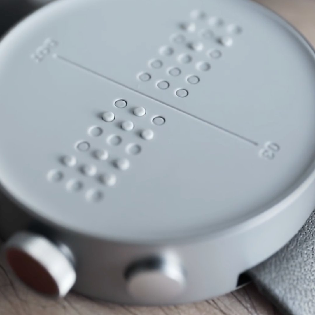 Watches from @dot_incorp display messages in braille. 🙌 https://t.co/enpxBEfPSU