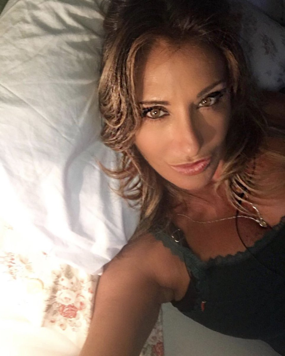 On friday night.. before going out .. #mybed #sabrina #thebeautyoflife #sabrinasalerno #karma https://t.co/gZkiDJMoNy