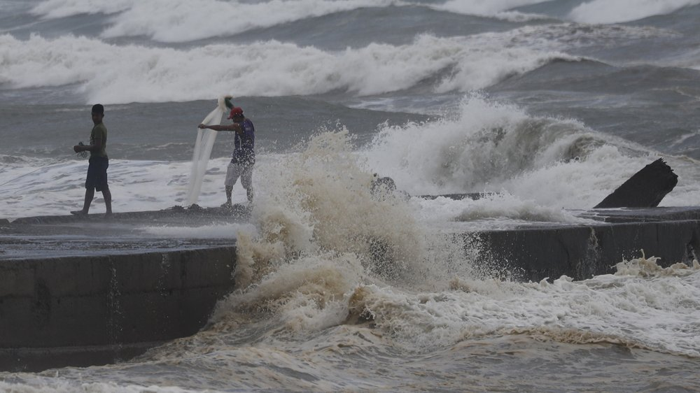 Super typhoon Mangkhut makes landfall in the Philippines' northern province of Cagayan