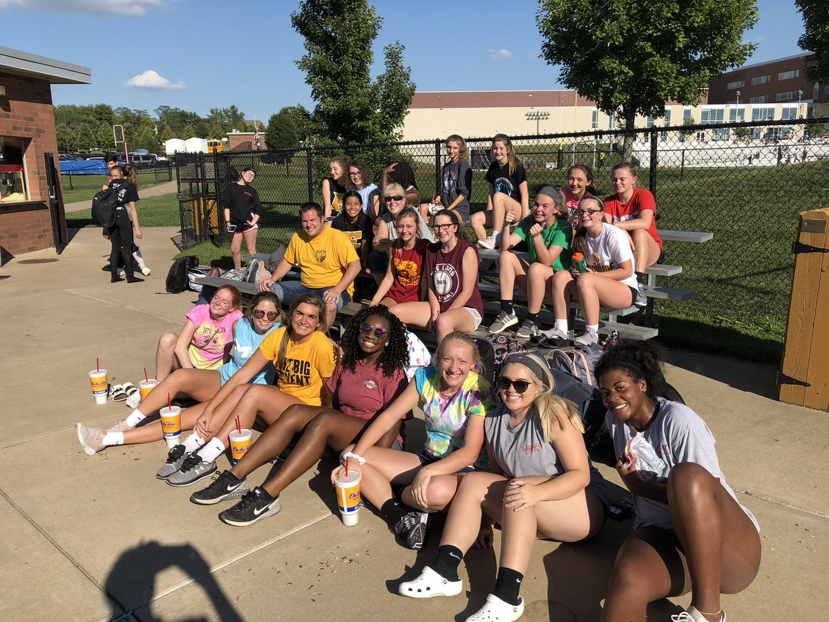 RT @fzeactivities: Love the support for our Varsity Softball team today from members of @FZEVolleyball ! https://t.co/pQ3IoguBAe